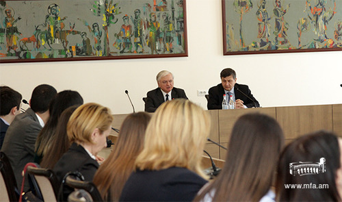 DS students meet with the Minister of Foreign Affairs, Edward Nalbandian