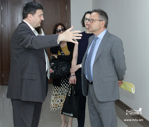 Ambassador Charpentier at the Diplomatic School of Armenia