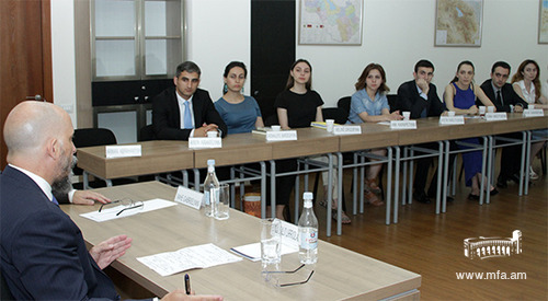 The Ambassador of the Argentina Gonzalo Urriolabeitia at the Diplomatic School