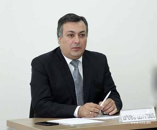 Minister of Culture Armen Amiryan at the Diplomatic School